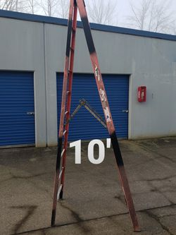 Werner 10 Ft Fiberglass Step Ladder (Type 1A-300#) for Sale in Damascus,  OR