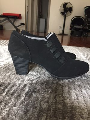NEW Black velvet boots (Size 9/ Costed $20) for Sale in Los Angeles, CA