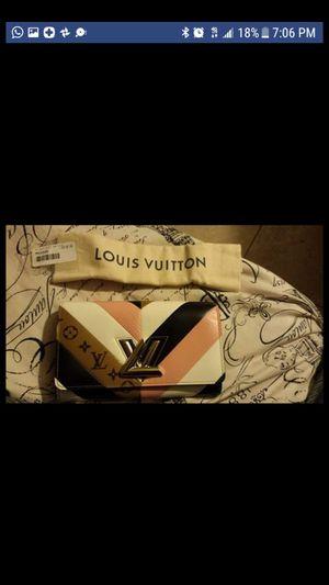 Louis Vuitton Epi chain Leather for Sale in Las Vegas, NV