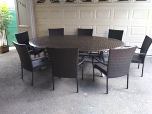 Outdoor patio table and 8 chairs for Sale in Los Angeles, CA