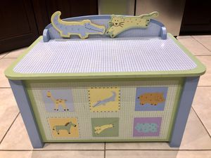 P.J. Kids wood toy chest for Sale in Lake Worth, FL