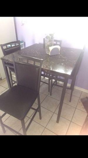 $200 OBO Dinner table of 4 (almost new)/ $200 o mejor oferta Juego de Comedor de 4 (casi nuevo) for Sale in Pasadena, TX