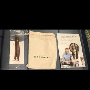 Magnolia Joanna Gaines And Chip Gaines New Earrings for Sale in Hialeah, FL