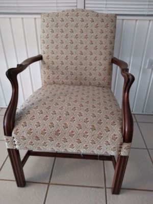 ANTIQUE STYLE CHAIR for Sale in Pompano Beach, FL