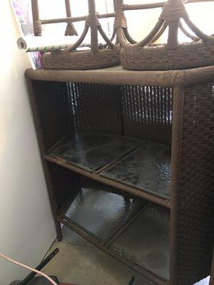 Metal wicker bar w/ 2 bar stools for Sale in Manteca, CA