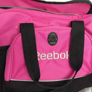 Reebok Gym / Workout / Duffle / Travel / Carryon Bag for Sale in Wayne, IL