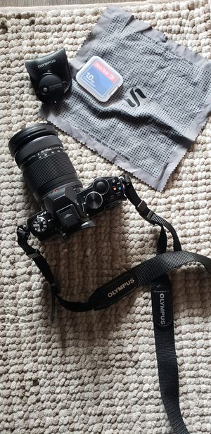 Olympus OM-D E-M10 Camera w/ 40-150mm lens & remote for Sale in San Francisco, CA
