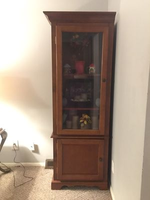 Corner Curio Cabinet for Sale in Chesterland, OH
