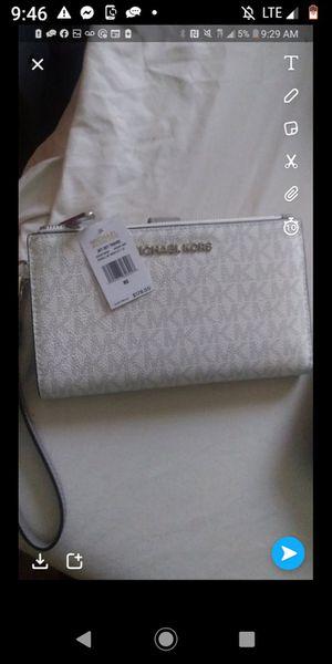 Brand New Michael kors wallet for Sale in Clanton, AL