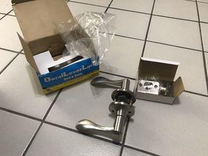 Doral lever lock bed & bath Privacy Door Lever in Satin Nickel for Sale in Miami, FL