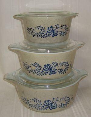 Pyrex Homestead blue casserole set 473. 474 and 475 with lids for Sale in Carson, CA