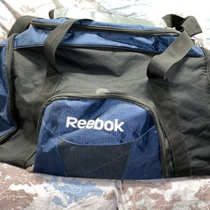 Reebok Duffle for Sale in Los Angeles, CA