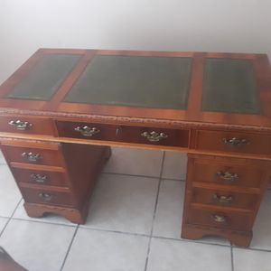 Wood desk for Sale in Kissimmee, FL