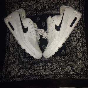 White Nike Air Max Women's Size 8.5 for Sale in Surprise, AZ