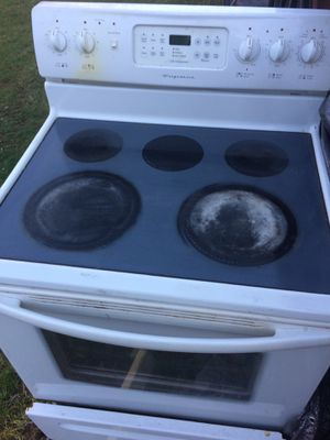 Frigidaire electric flat top range for Sale in Farmington, CT