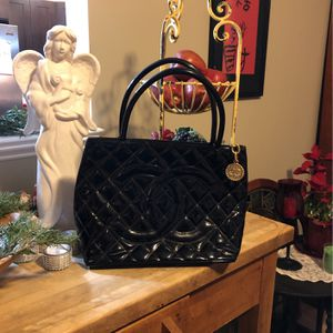 100% Vintage CHANEL Patented Leather Double C Tote Bag THIS BAG IS NOT $750 for Sale in Burlington, NJ