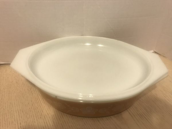 Pyrex golden butterfly casserole dish with lid