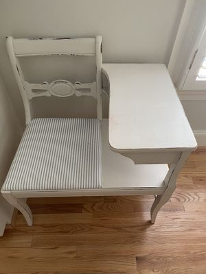 Vintage farmhouse style gossip bench for Sale in Columbia, SC