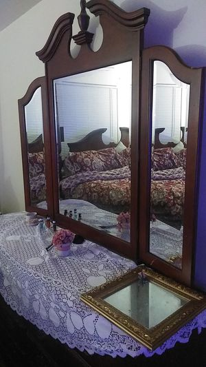 Dresser and mirror for Sale in Newport News, VA