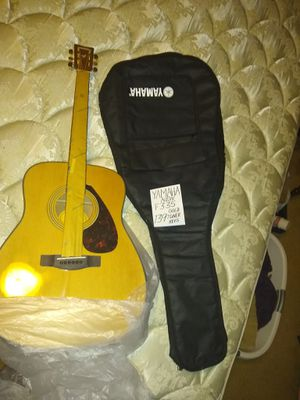 New out-of-the-box Yamaha F335 I guess new strings inside rust proof paper! Yamaha bag newish the zipper works but no handles on perimeter for Sale in Spring, TX