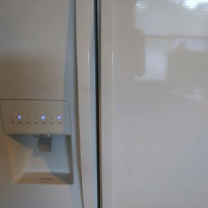Refrigerator Whirlpool Good Condition for Sale in Naples, FL