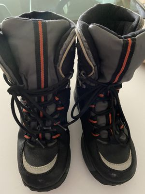 Snow boots kids size 4 for Sale in Tolleson, AZ
