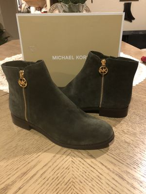 NWB MICHAEL Michael Kors Lainey Flat Bootie,suede IVY Color Size 10 for Sale in Fresno, CA