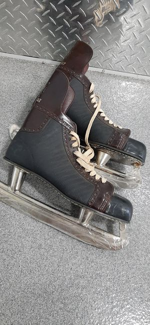 Size 11 classic ice hockey skates...like new for Sale in Addison, IL