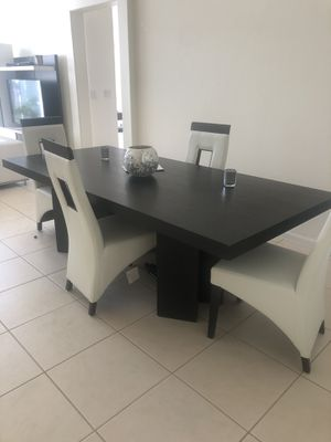 Dinning room table for Sale in Miami Gardens, FL