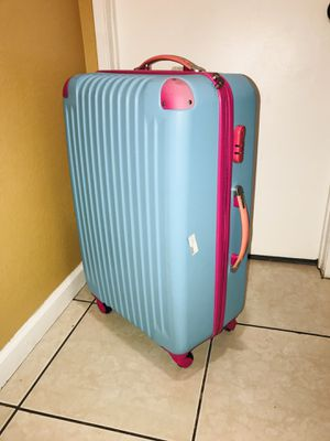 "Luggage / Dimensiones 30"" x 19"" x 11 Rolling luggage Sturdy hard shell suitcase Women and men Travel suicase universal wheels 30"" inch PC ABS material for Sale in Fontana, CA"