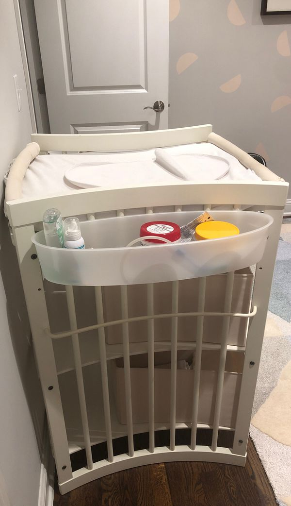 Stokke, Hayden changing table with washable natural fiber storage bins