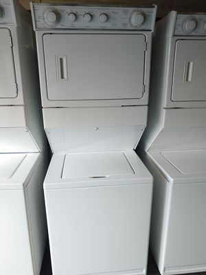 LAUNDRY CENTER WHIRLPOOL GAS DRYER for Sale in Santa Ana, CA