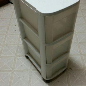 Rolling 3 Drawer Plastic Shelf for Sale in Dickinson, TX