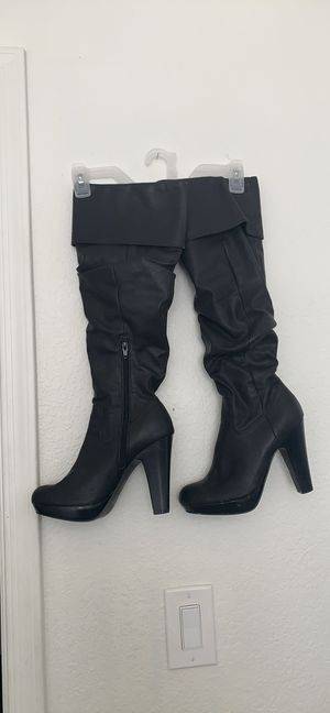 Black, Knee-high, heeled boots for Sale in Peoria, AZ