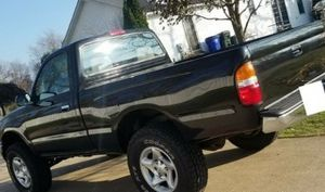 Extremely clean and well cared for (no smoking, no pets, you won't find a used one in better condition) TOYOTA TACOMA 2001 for Sale in Milwaukee, WI