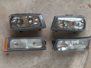 O3-06 Silverado headlights and parking lights for Sale in Hartford, CT