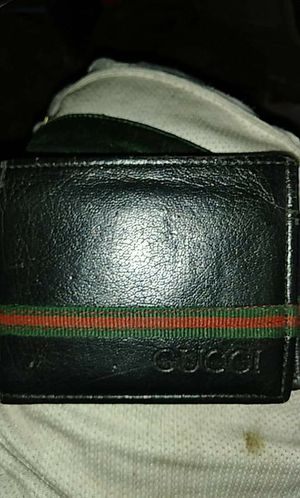 Mens lighty used gucci wallet no major flaws or anything really at all for Sale in Milwaukie, OR