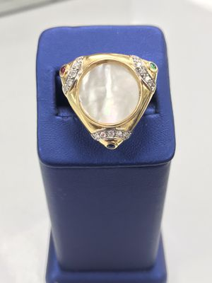 18kt gold ladies ring 9.8 grams size 7 mother of pearl stone in center .. ask for Tomas for Sale in Seffner, FL
