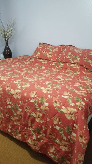 Queen size bed (used in guestroom only) w/ metal rolling frame $500 for pickup for Sale in Murrieta, CA