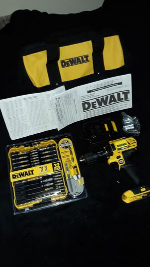 DEWALT DCD780 BRUSHLESS 20V MAX POWER DRILL W/BATTERY, 32PC. SCREWDRIVING BIT SET, TOOLBAG & BELT CLIP for Sale in Princeton, MN