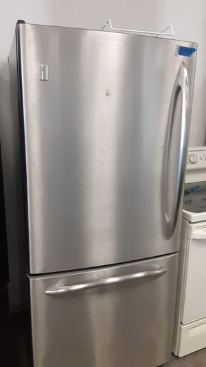 Refrigerator GE excellent conditions 4months of warranty for Sale in Bowie, MD