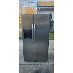 Frigidaire Side By Side Chrome & Black for Sale in Portsmouth, VA