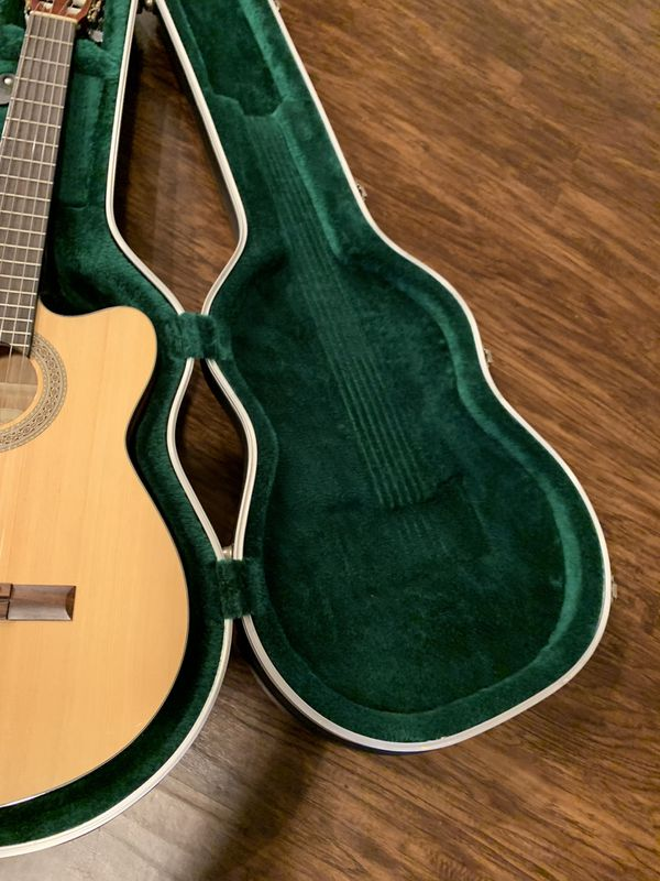 lucero lc200ce Acoustic great condition selling with case !!!