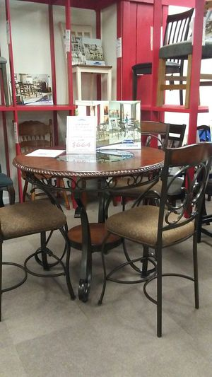 Old world 5 piece dining set for Sale in Uniontown, PA