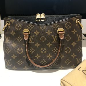 Louis Vuitton Pallas Bb Noir for Sale in Tacoma, WA