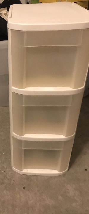 Plastic drawer set (comes with wheels) for Sale in Chandler, AZ