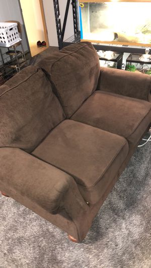 Small couch no rip or stanns for Sale in Nisswa, MN
