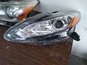 Altima left headlights for Sale in Lake Park, NC