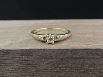 Size 5.5 10K Gold Unique Triple Cubic Zirconia Gem Band Ring Vintage Estate Wedding Engagement Anniversary Gift Idea Beautiful Elegant for Sale in Everett,  WA