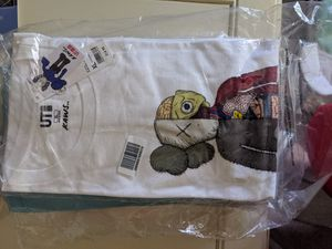 Kaws flayed Uniqlo tee size XL for Sale in Fresno, CA